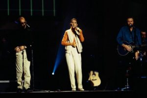 Céline Dion joins Robin (L) and Barry Gibb (R) of the Bee Gees on stage during the group's rehearsals for 1997 One Night Only concert at the MGM Grand in Las Vegas. (© Neal Preston/CORBIS)