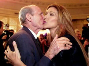 Céline Dion gets a kiss from her father, Adhemar Dion. (© REUTERS/Shaun Best)