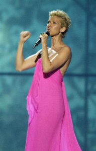 Céline Dion at VH1 Divas Duets. (© AP Photo/Joe Cavaretta)