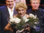 Céline Dion smiles after receiving flowers following her performance at the gala. (© AP Photo/CP, Tom Hanson)