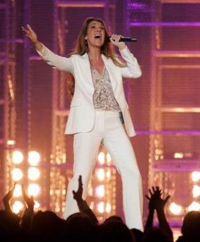 Céline Dion performs during the Grand Slam for Children fundraiser. (© REUTERS/Steve Marcus)