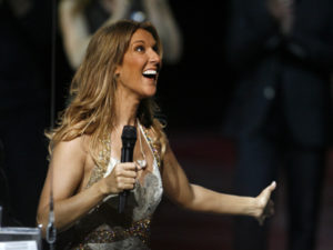 Céline Dion gives away prizes to members of the audience at the end of the 500th performance of A New Day..., in Las Vegas. (© Photo AP/Isaac Brekken)