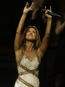Céline Dion waves to the crowd during her 500th show in Las Vegas. (© Photo AP/Isaac Brekken)