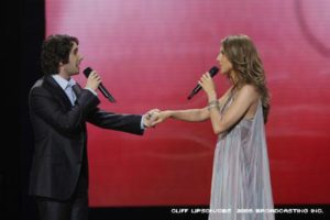 Josh Groban, Céline Dion (© Cliff Lipson/CBS ©2008 Broadcasting Inc. All Rights Reserved.)