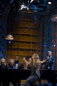 """Mary-Lou Gauthier, Claude """"Mégo"""" Lemay, Barnev Valsaint, Elise Duguay, Céline Dion, Jean-Seb Carré (© Associated Press)"""