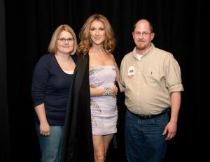 Your Day Away parents Kelly and Chad Spencer of Kansas City with Céline Dion (© Philip Langlois/CDA World Inc.)