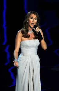 Céline Dion performing the song 'Smile' (© GABRIEL BOUYS/AFP/Getty Images)