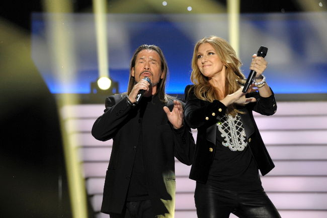 "Céline Dion and Florent Pagny performing ""J'irai où tu iras"" (© Photo Collaboration spéciale, Marc CHAUMEIL)"