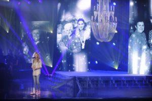 """Celine performing """"Celle qui m'a tout appris"""" on the set of 'Céline Dion… Sans attendre' (© OSA Images)"""