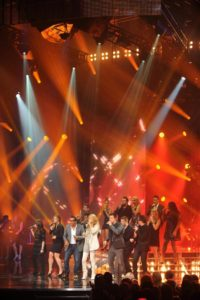 Celine singing with the Star Académie contestants and Grégory Charles on the set of 'Céline Dion… Sans attendre' (© OSA Images)