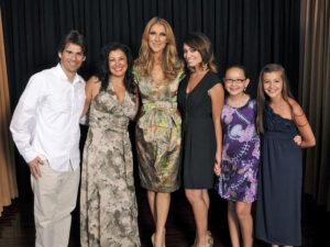 Lisa Loeffler and her family with Céline Dion (© Lisa Loeffler)