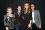 Céline Dion avec Jérémy Reix, son frère et sa mère (© Gérard Schachmes)